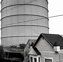 Potrero hill gas tower by Dizzy Atmosphere
